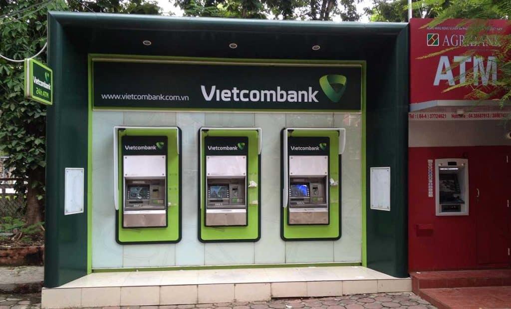 Chuyển tiền từ cây ATM.